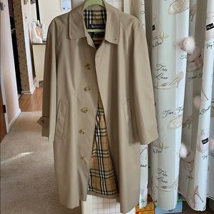 Brand new never worn authentic Men's Burberry coat